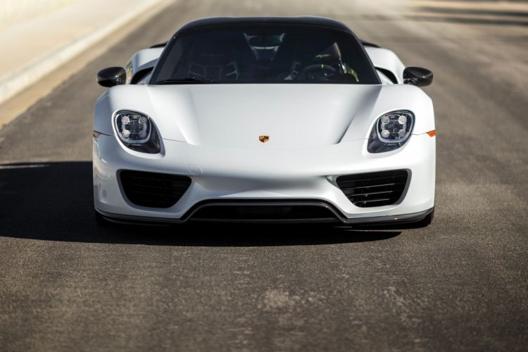 Porsche 918 Spyder Weissach Package wallpaper