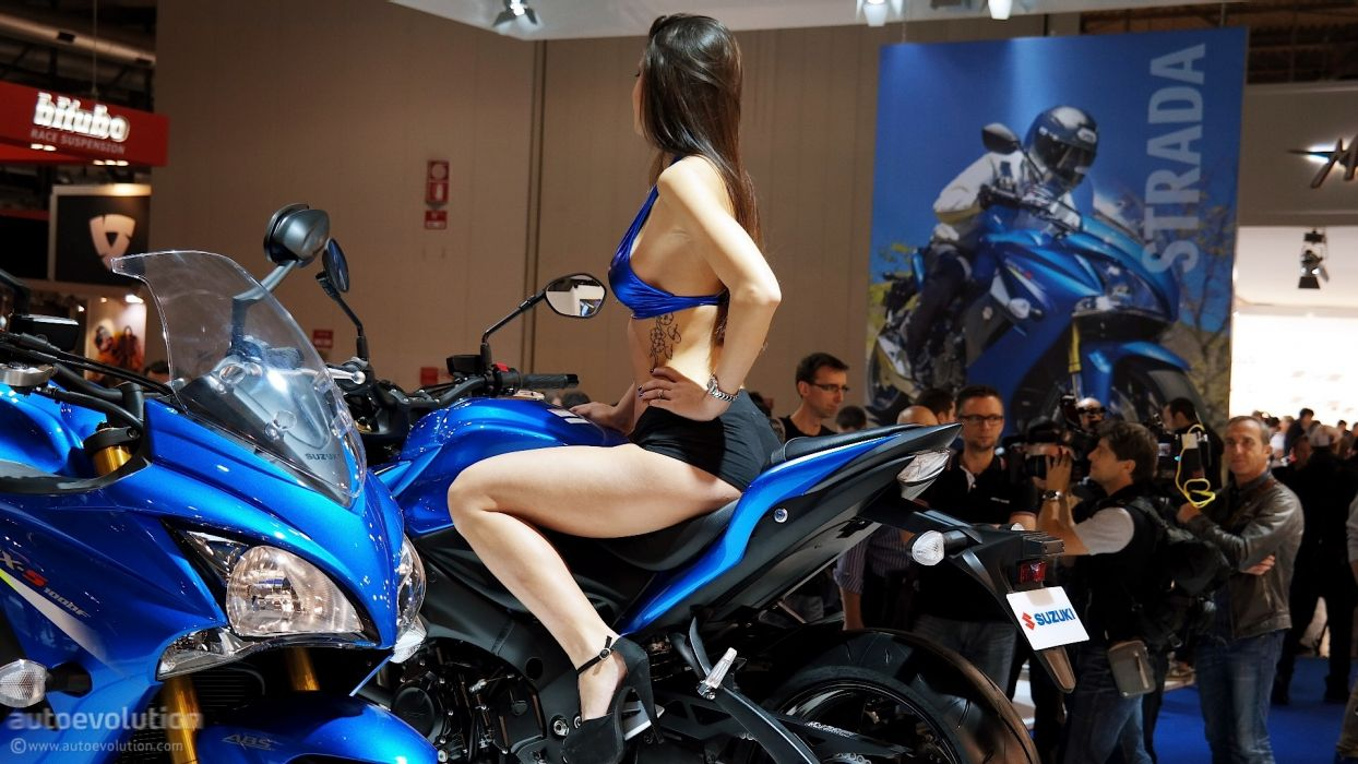 Women & Machines girls-women-sexy-sensual-model-motorcycle-suzuki-bike-show-photos wallpaper