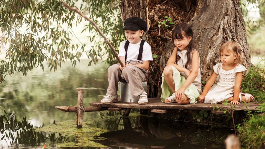 Photigraphy fishing-boys-girls-little-kids-three wallpaper