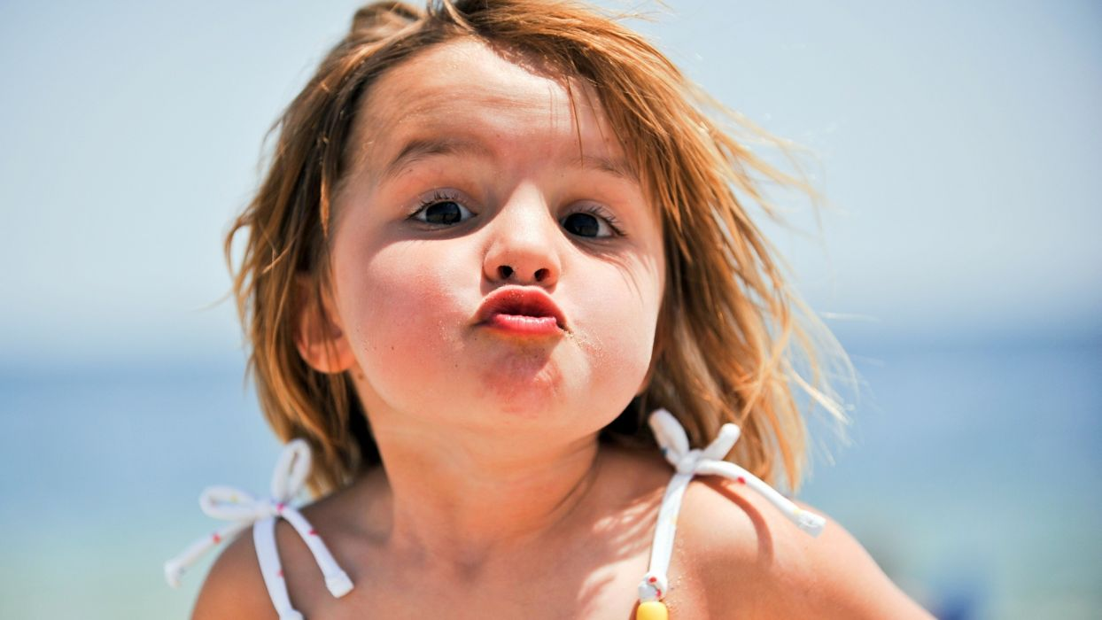 Face child-lips-kiss-little-kid wallpaper