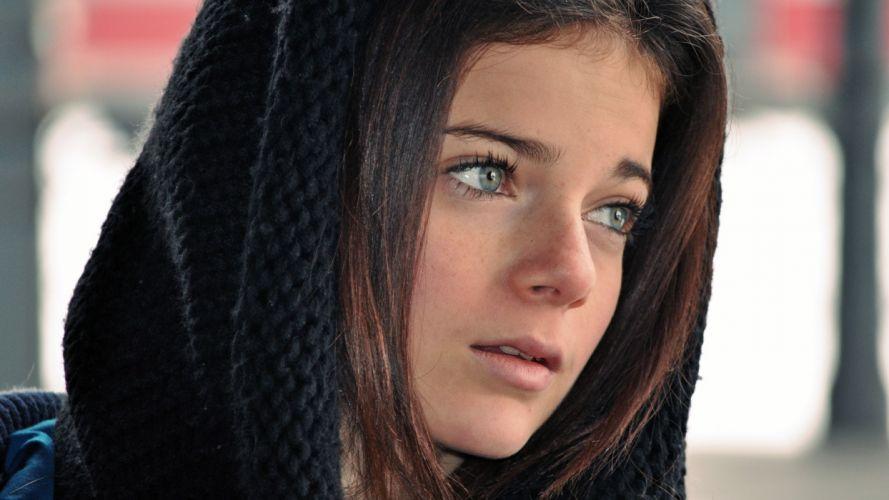 Face woman-girl-sexy-brunette-blue-eyes-scarf-hair wallpaper