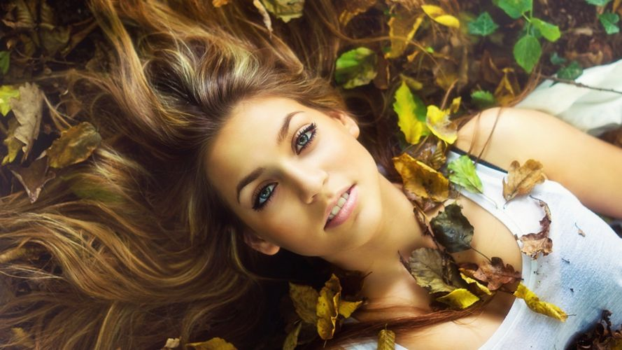 Photography woman-girl-sexy-blond-grass-leaves-autumn-face-nature wallpaper