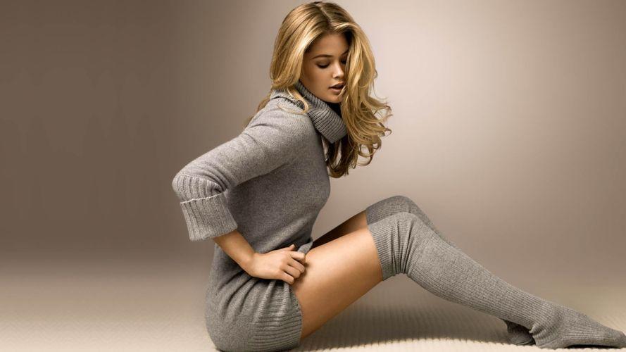 Sensuality woman-girl-sexy-sensual-blonde-Doutzen Kroes-model-stocking wallpaper