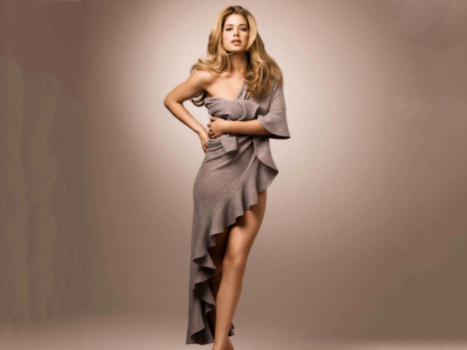 Sensuality woman-girl-sexy-sensual-blonde-Doutzen Kroes-model-ruflle-dress wallpaper