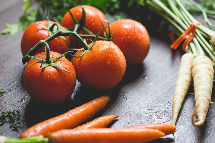 agriculture blur carrots close-up droplets drops focus food fruit health healthy ingredients nutrition radish tomatoes vegetables water drops wooden wallpaper