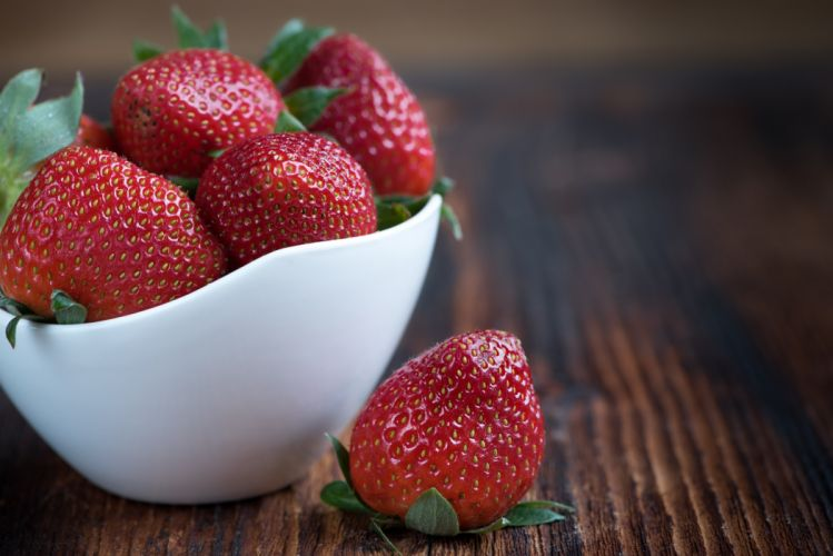 bowl food food photography fruits healthy macro strawberries wooden table wallpaper