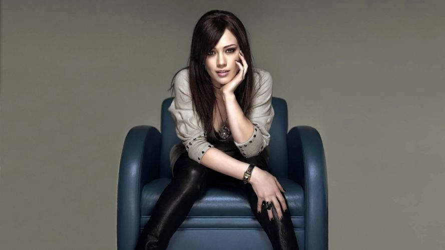 Sensuality woman-girl-sexy-sensual-blonde-Hilary Duff-couch wallpaper
