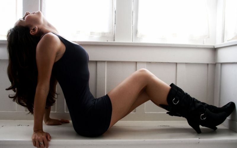Sensuality woman-girl-sexy-sensual-brunette-model-Anna Panici-legs-tight-dress-boot-sitting wallpaper