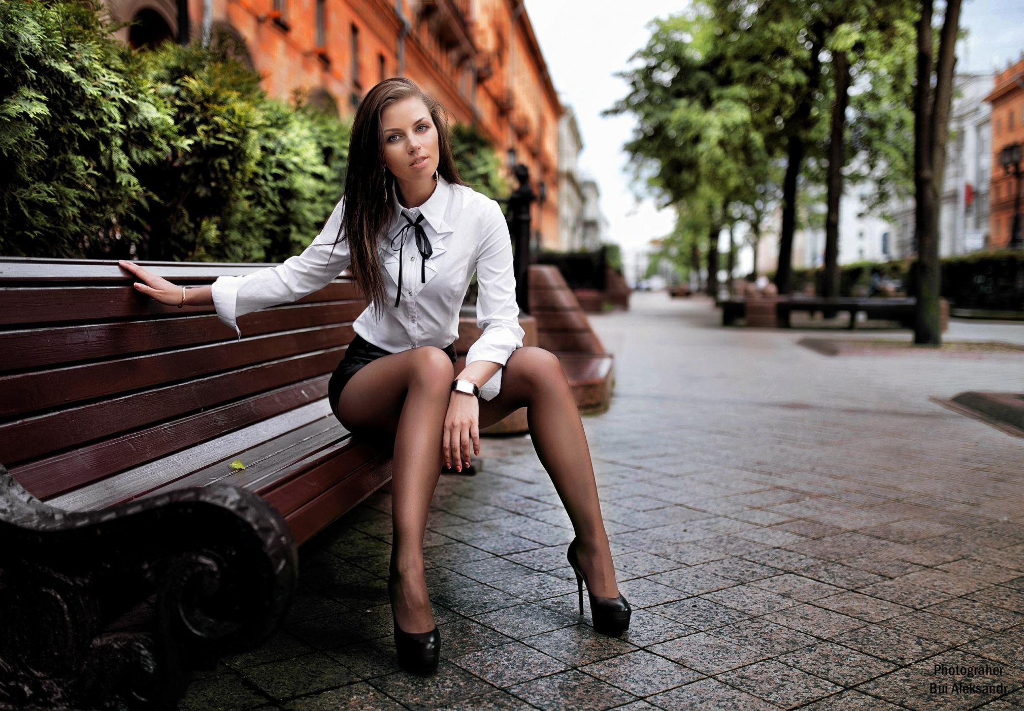 v-kontakte-foto-devushki-v-kolgotkah-sidya-na-skameyke
