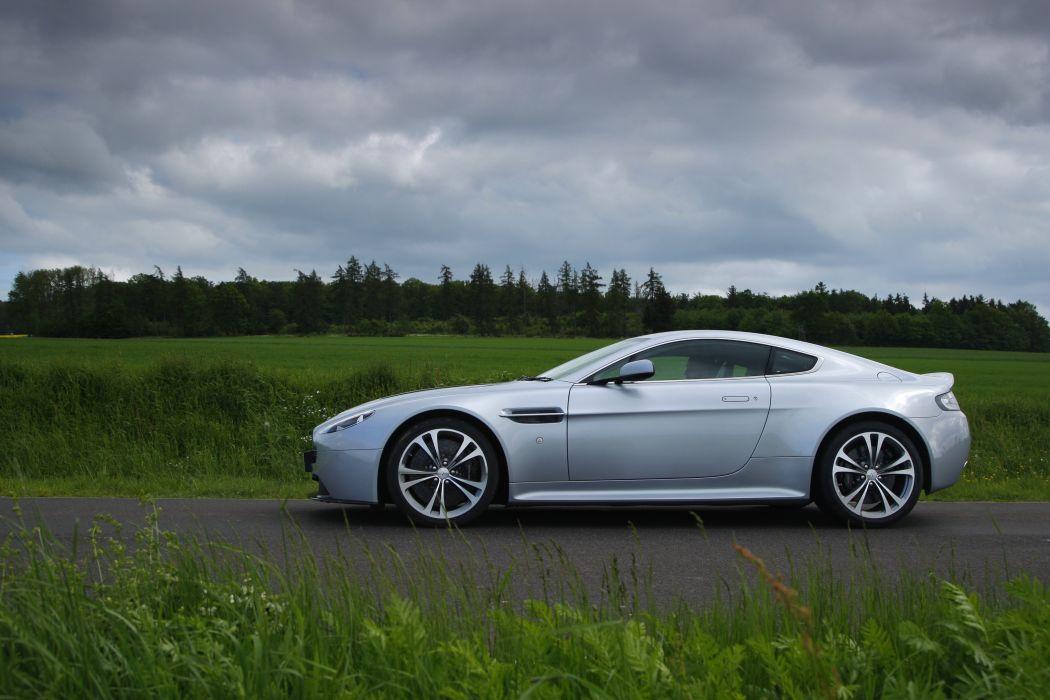 Aston Martin V12 Vantage wallpaper