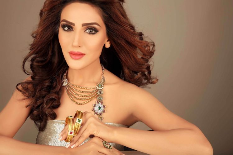 Sudeepa-Singh bollywood actress celebrity model girl beautiful brunette pretty cute beauty sexy hot pose face eyes hair lips smile figure indian wallpaper
