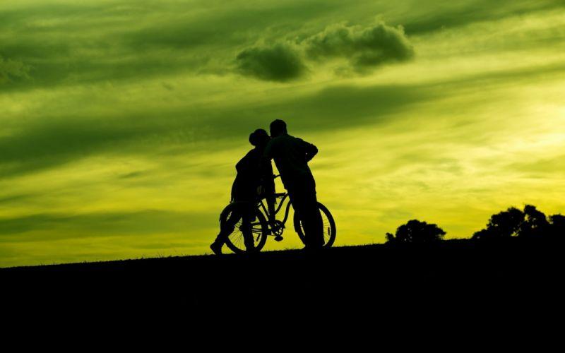 Photography-sensuality-sensual-sexy-bicycle-couple-kissing-romantic-night wallpaper