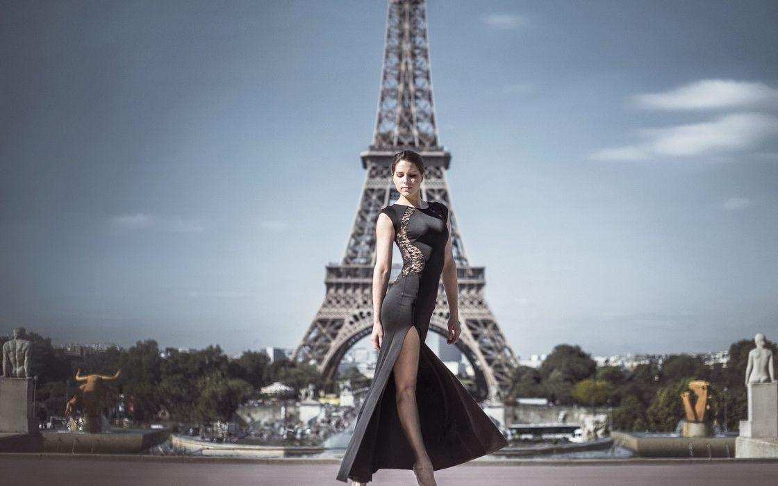 Photography-sensuality-sensual-sexy-woman-girl-Paris-city-legs-tower-eiffel-marvelous wallpaper