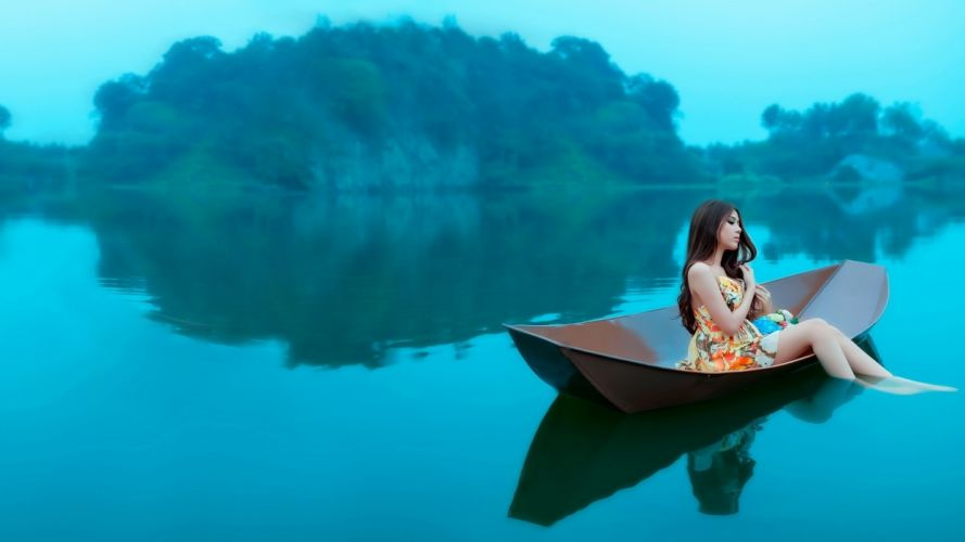Photography-sensuality-sensual-sexy-woman-girl-young-legs-barefoot-boat-lake-nature wallpaper