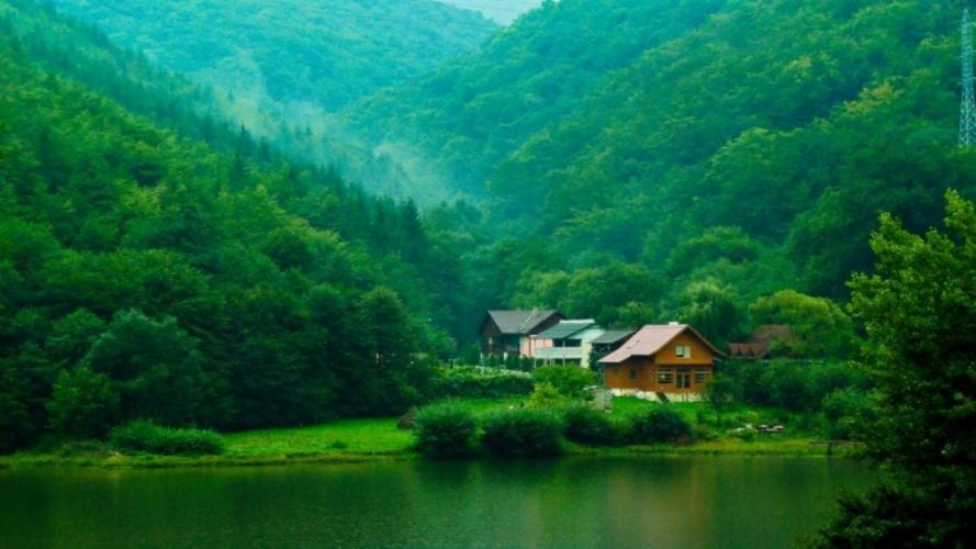 -green-vilage-in mountains wallpaper