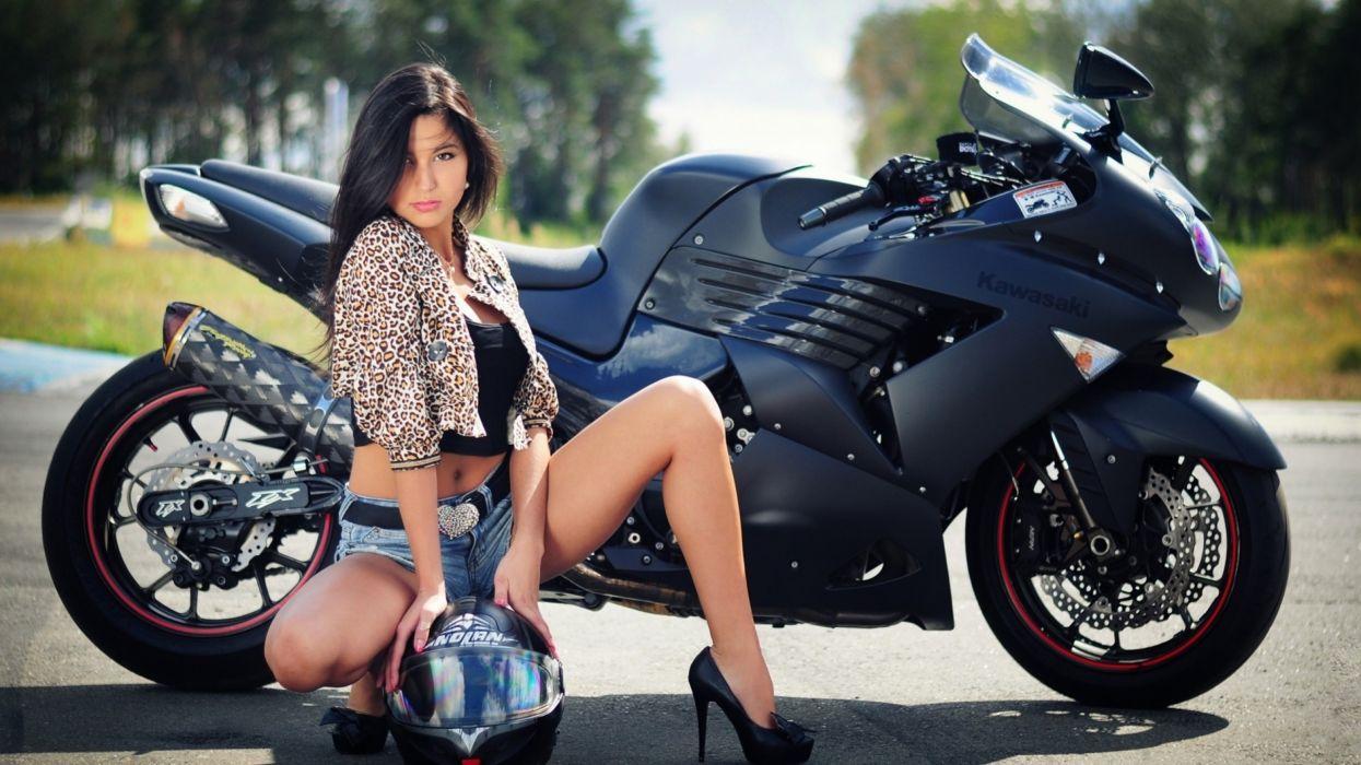 mujer morena moto kawasaki wallpaper