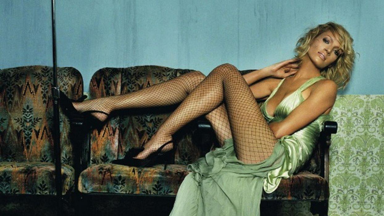Uma Turman actress legs chest beauty hair wallpaper