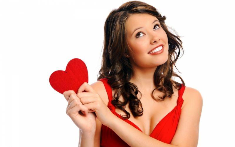 mujer enamorada corazon rojo vestido rojo wallpaper