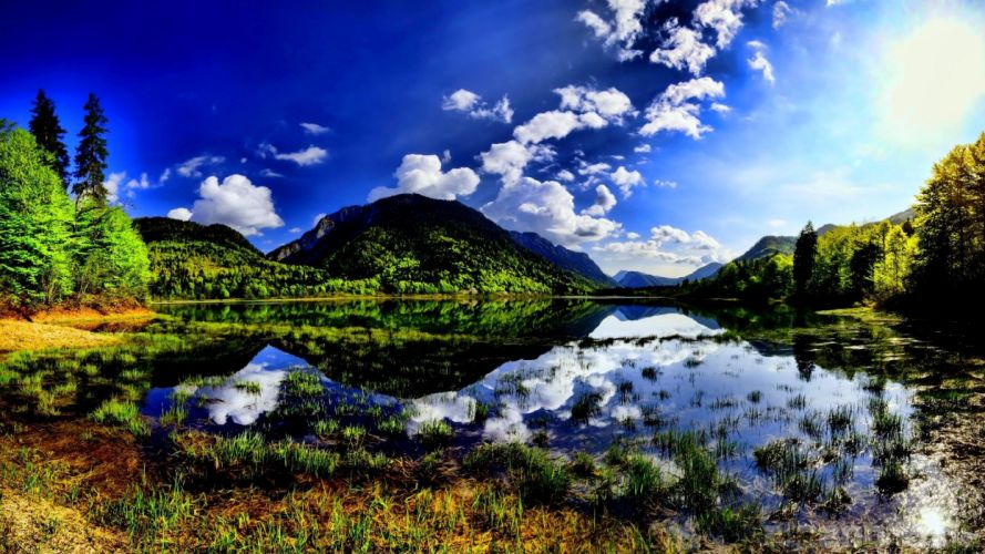 mountain-reflected-in-the-lake wallpaper