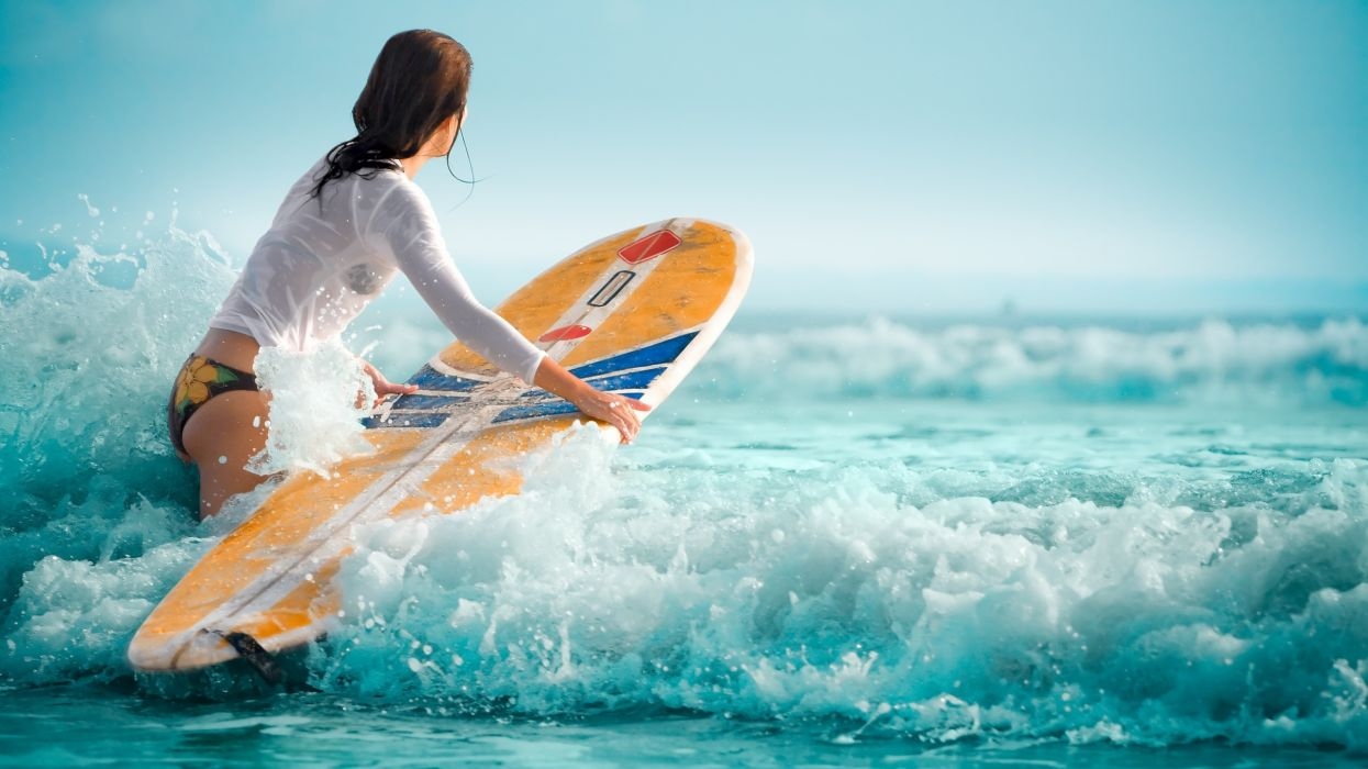 Surfing mujer olas mar deporte wallpaper