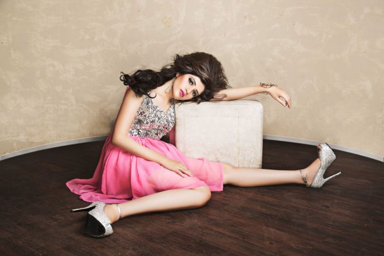 Divya bollywood actress celebrity model girl beautiful brunette pretty cute beauty sexy hot pose face eyes hair lips smile figure makeup indian wallpaper