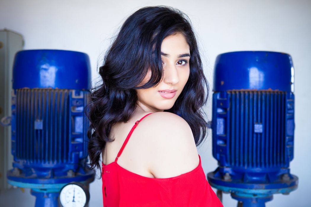 disha parmar bollywood actress celebrity model girl beautiful brunette pretty cute beauty sexy hot pose face eyes hair lips smile figure makeup indian wallpaper