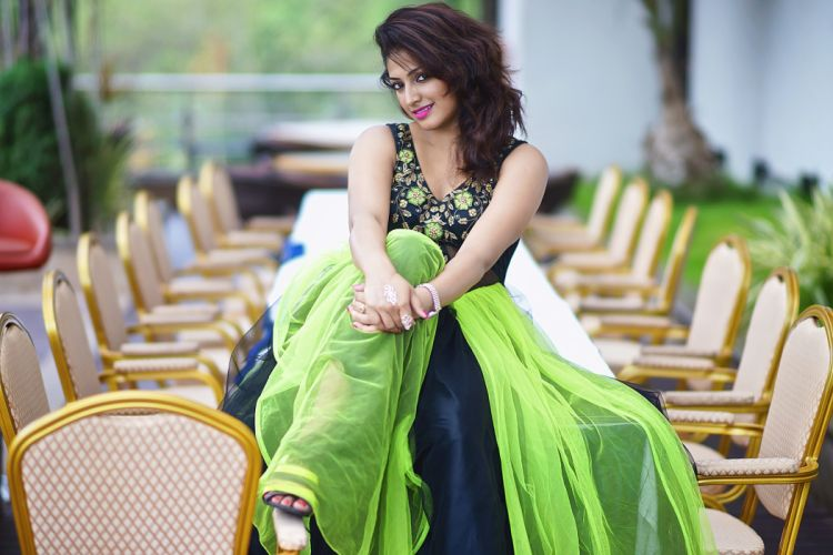 Hari Priya bollywood actress celebrity model girl beautiful brunette pretty cute beauty sexy hot pose face eyes hair lips smile figure makeup indian wallpaper