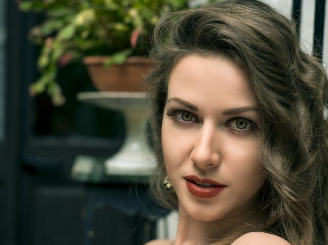 model girl beautiful brunette pretty cute beauty sexy hot pose face eyes hair lips smile makeup figure wallpaper