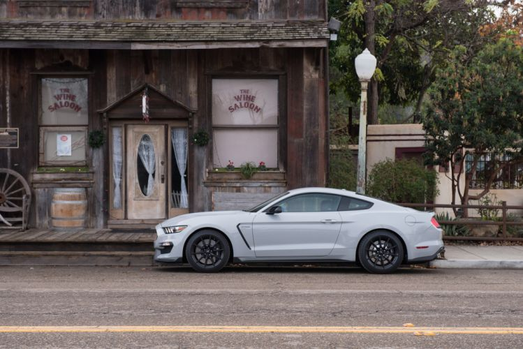 Ford Mustang Shelby GT350 wallpaper