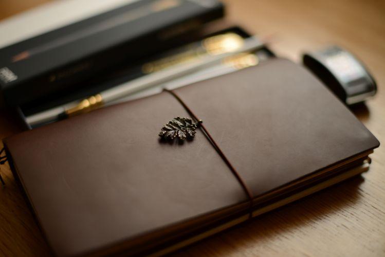 blur box close-up desk leather organizer paper pen wood wallpaper