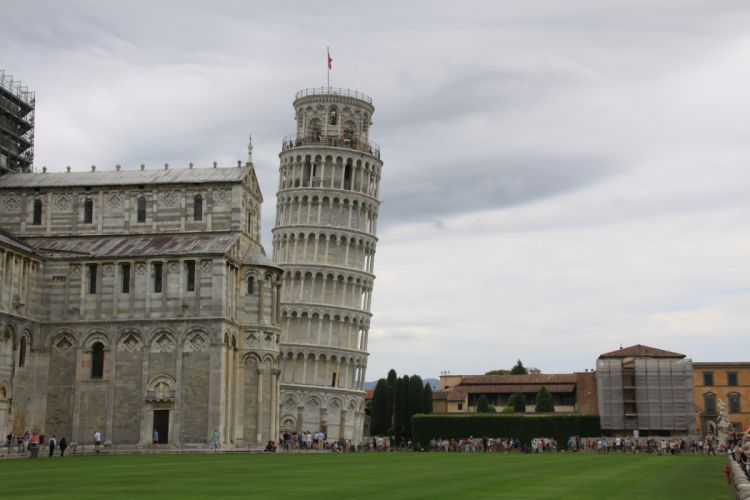 Lean Tower of Pisa Italy wallpaper