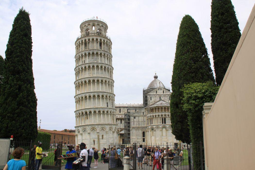 Lean Tower of Pisa wallpaper
