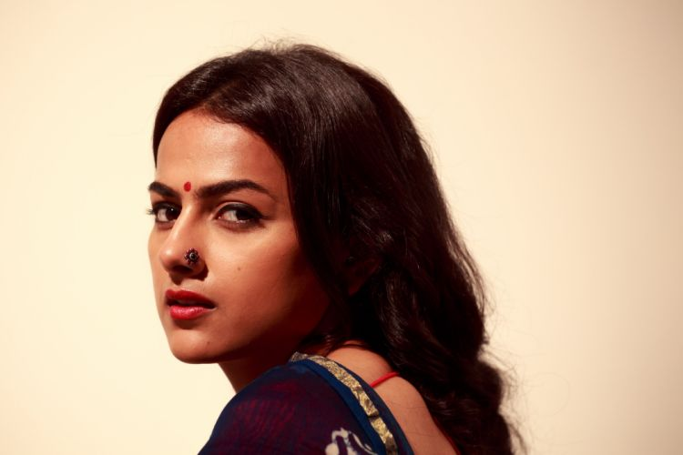 Shraddha-Srinath bollywood actress celebrity model girl beautiful brunette pretty cute beauty sexy hot pose face eyes hair lips smile figure makeup indian wallpaper