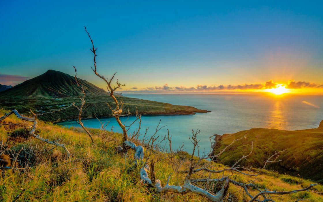 Nature Sunrise of the bright sun over the ocean wallpaper