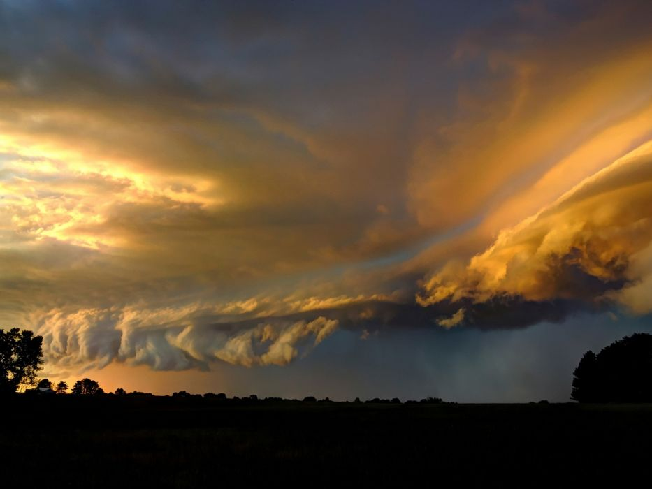 Stormy sky at sunset wallpaper