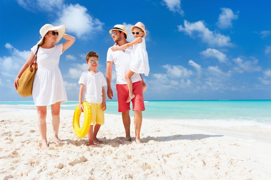 familia paseo playa wallpaper