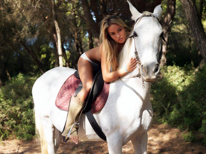 Veronika Fasterova Horses Glance Blonde wallpaper