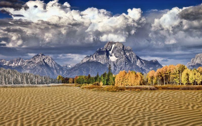 Beneaped lake in autumn wallpaper