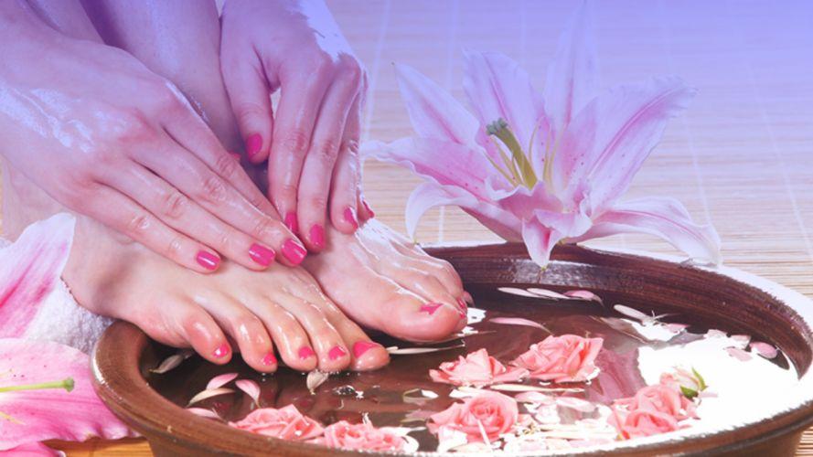 Hands-nails-finger-feet-barefoot-flower-water wallpaper