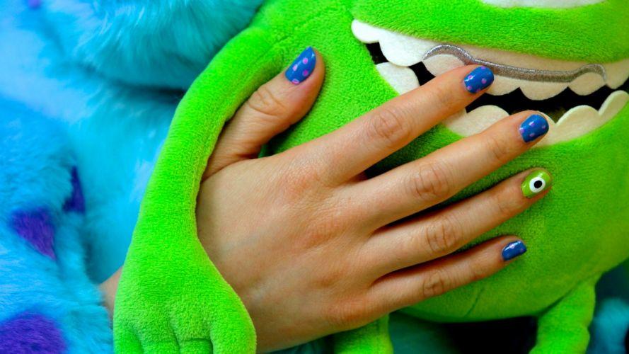 Hands-nails-finger-manicure-monster-green wallpaper