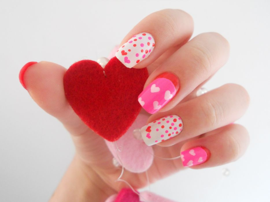 Hands-nails-finger-manicure-heart-decorated-valentines day wallpaper