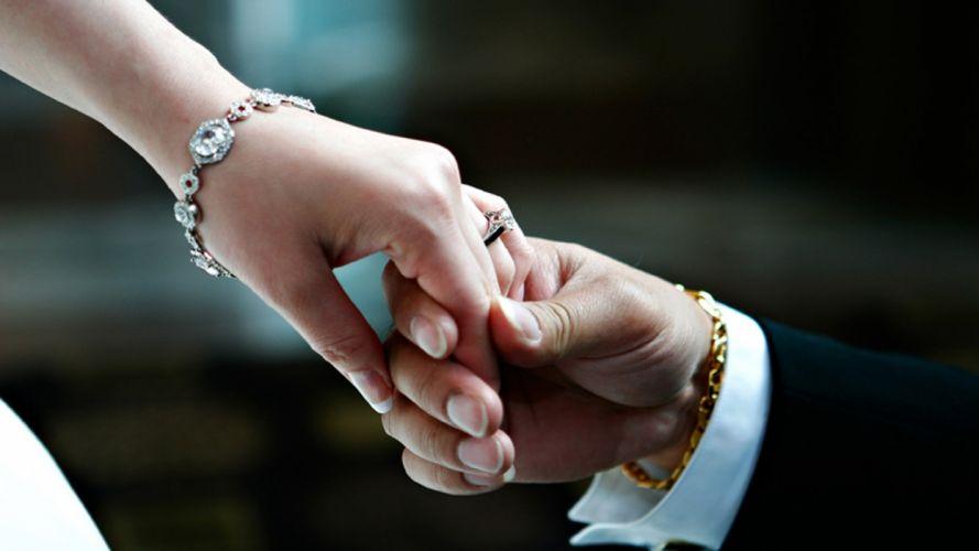 Hands-nails-fingers-couple-wedding-marriage-rings-bracelet wallpaper