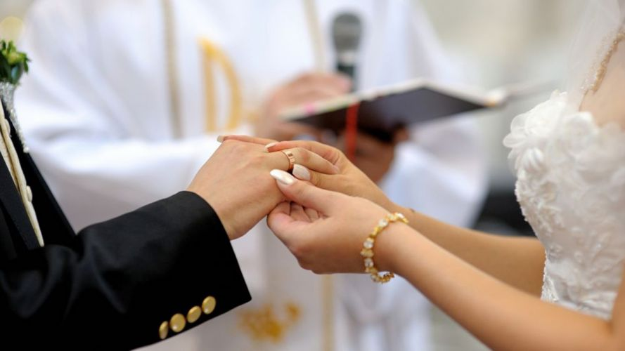 Hands-nails-fingers-couple-wedding-marriage-rings-dreamstime wallpaper