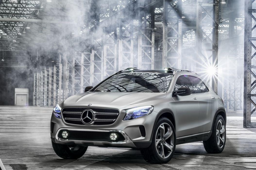Mercedes-Benz 2013 GLA Silver wallpaper