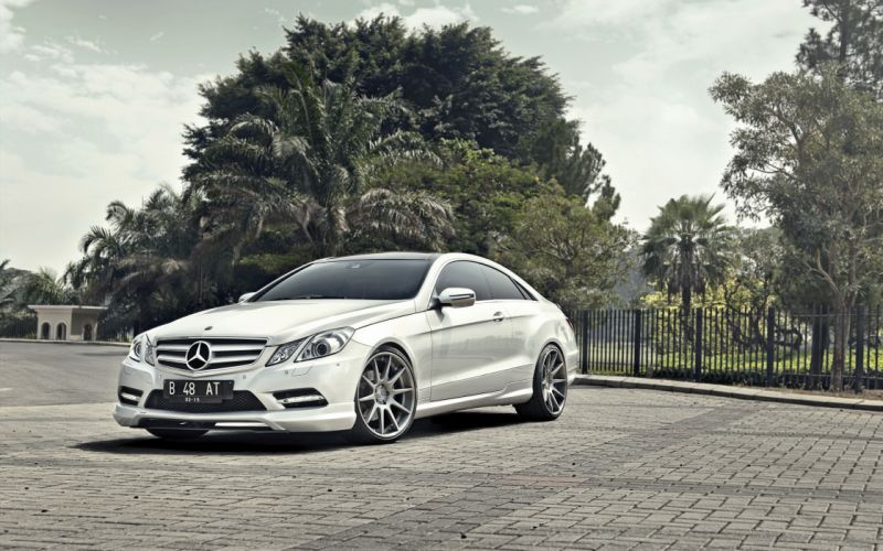 Mercedes-Benz E-Class Coupe White Pavement Cars wallpaper