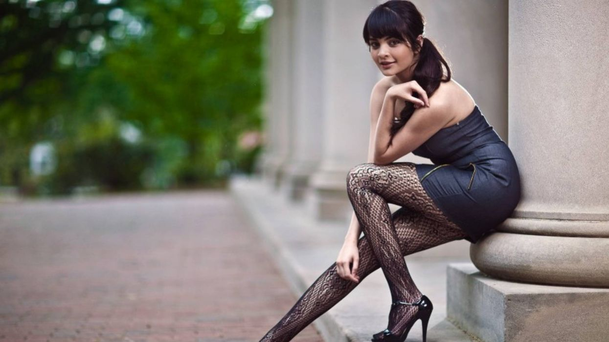 mujer morena modelo vestido negro wallpaper