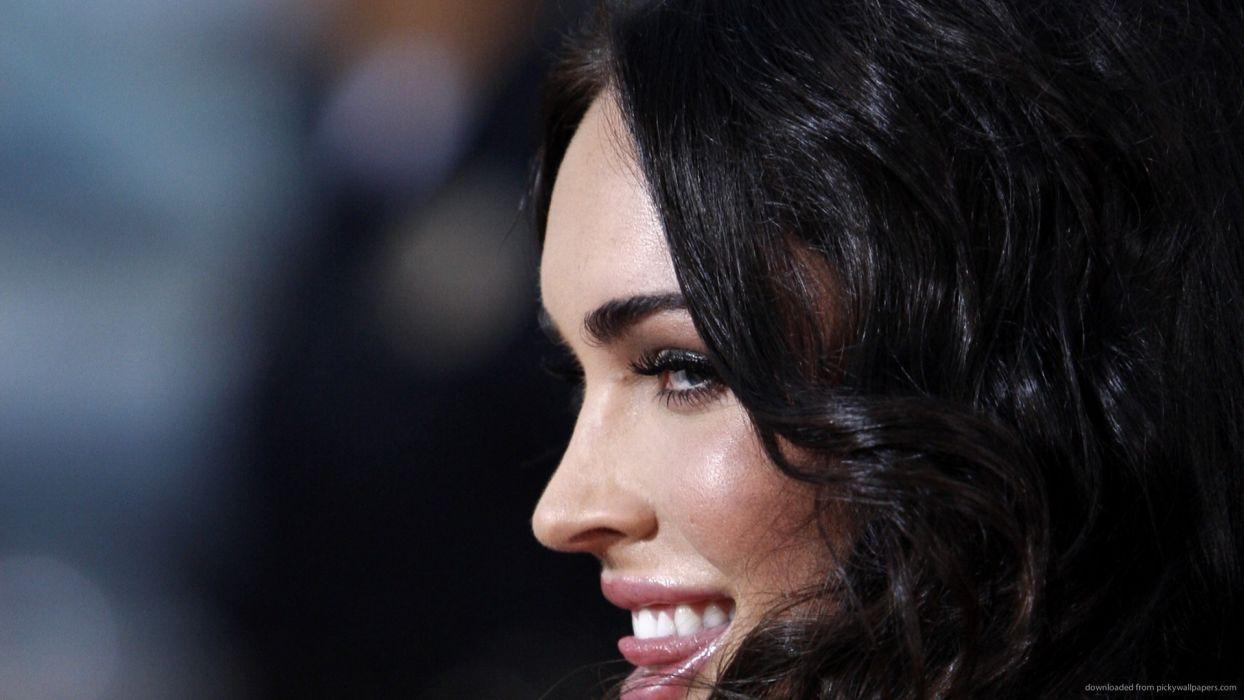 Face sensuality sensual sexy woman girl Megan-Fox makeup mouth lips tongue teeth lipstick smile profile wallpaper