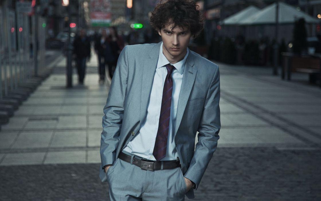 hombre moreno traje corbata paseo wallpaper