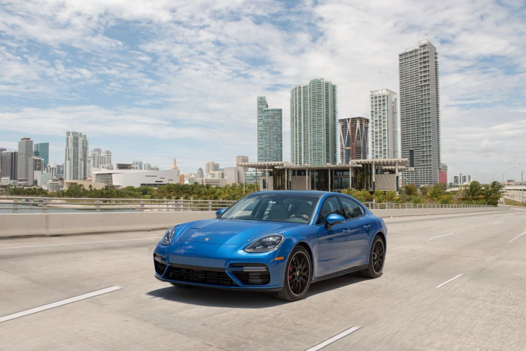 Porsche Panamera Turbo 2017 wallpaper