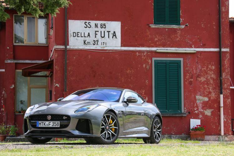 Jaguar F-Type SVR Coupy wallpaper